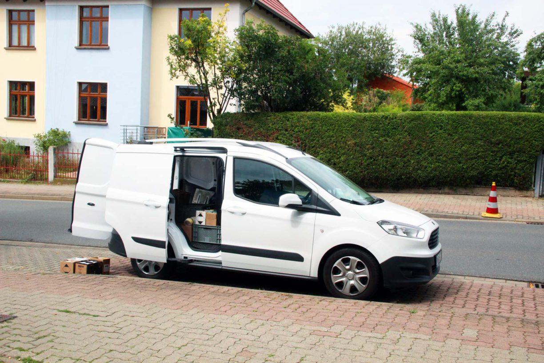 Offener weißer Kastenwagen von ART EFX