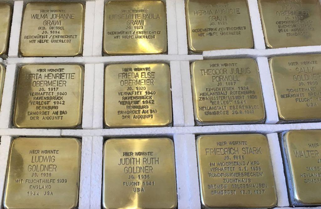 Stolpersteine mit Namen Verstorbener (c) Mirja Meyer