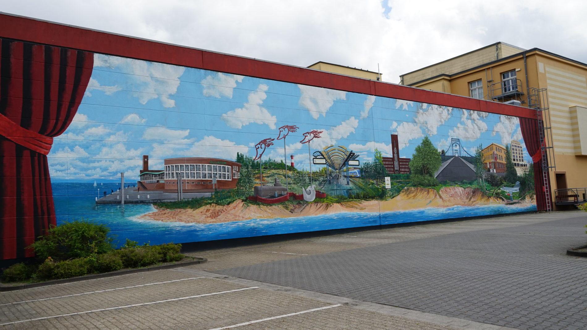 Wandgemälde von Yety, eine Collage aus Wilhelmshavens Wahrzeichen.