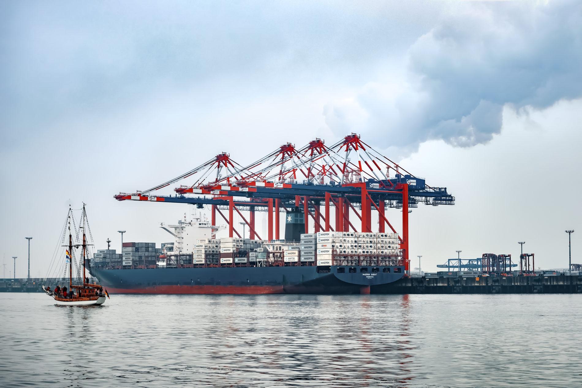 Der Jade-Weser-Port vom Wasser aus