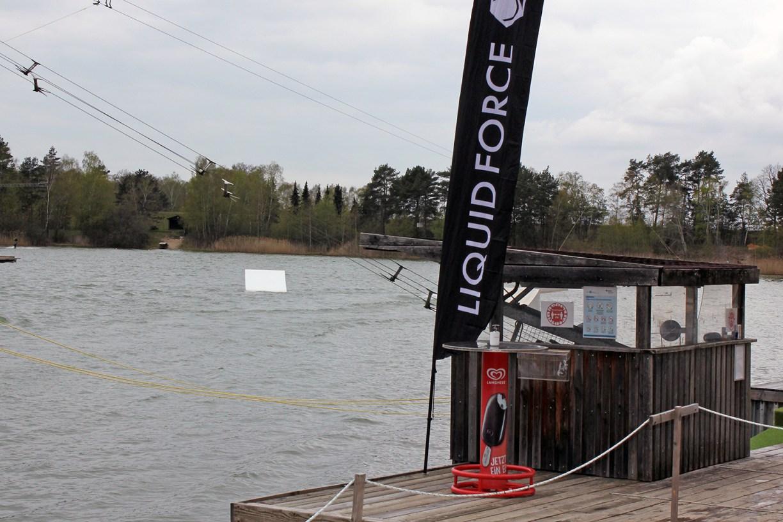 Starthäuschen der Wakeboardanlage am Bernsteinsee