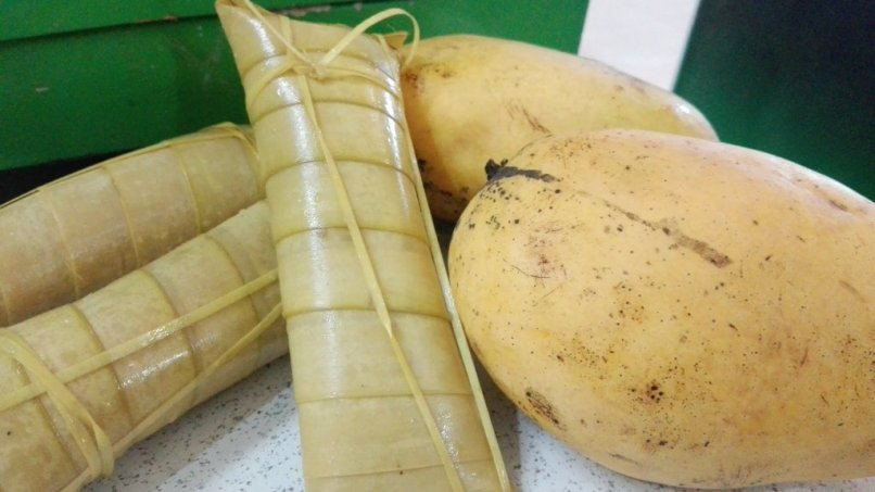 Three Suman & Two Ripe Mangoes