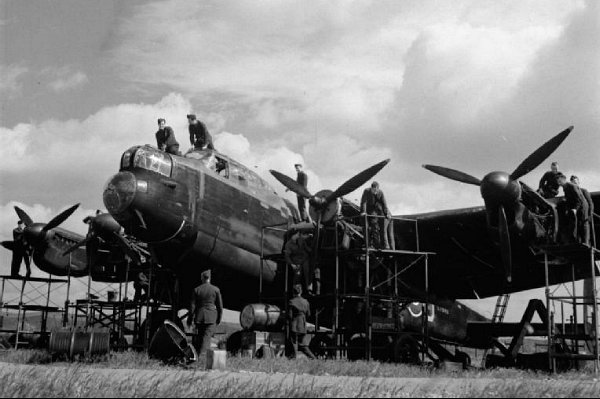 Avro Lancaster Mark I receives an engine overhaul at RAF Scampton during WWII. © IWM (CH 6428)