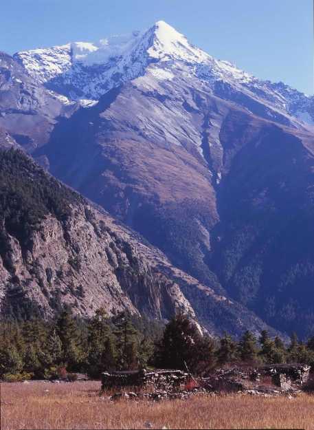 Pisang Peak, Pisang
