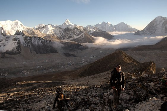 Trekkers approaching the Kala Patthar