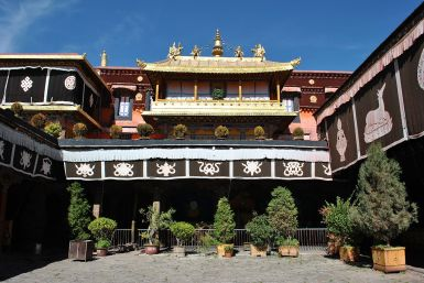 Jokhang temple entrance