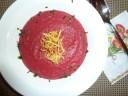 Rote Rüben Suppe mit frittiertem Sellerie