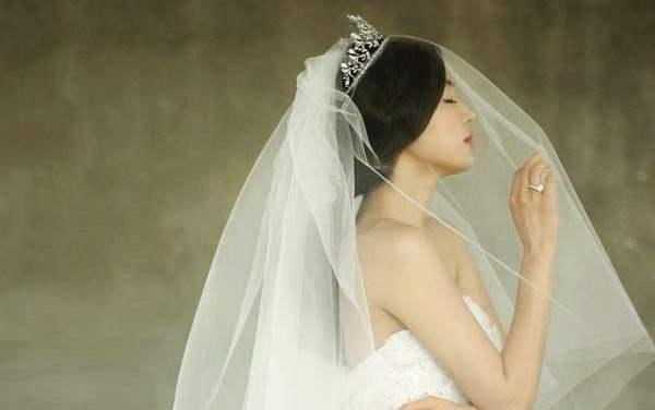 Αυστηρά για πριγκίπισσες! 23 τρόποι να φορέσετε τη νυφική τιάρα!