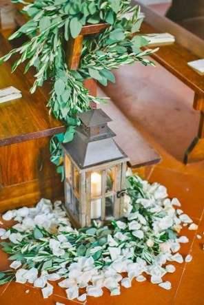 lantern-wedding-centerpiece-les-amis-photo-334x500