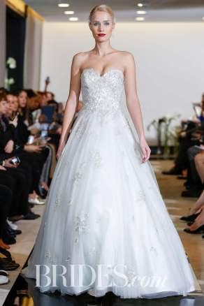Gerardo Somoza/Indigital.tv Wedding dress by Justin Alexander