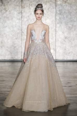 © DAN AND CORINA LECCA Wedding dress by Inbal Dror
