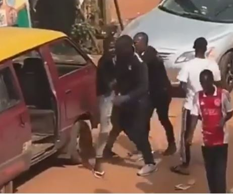 Video Of Suspected FSARS Officials Arresting A Man In Edo State Hours After They Were Banned By The IGP