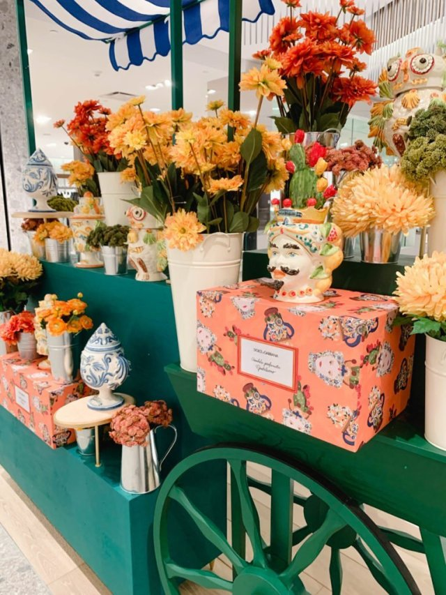 Hudson Yards-Neiman's flowers