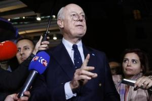 U.N. mediator for Syria Staffan de Mistura gestures during a news conference on the Syrian peace talks outside President Wilson hotel in Geneva, Switzerland February 3, 2016. REUTERS/Denis Balibouse