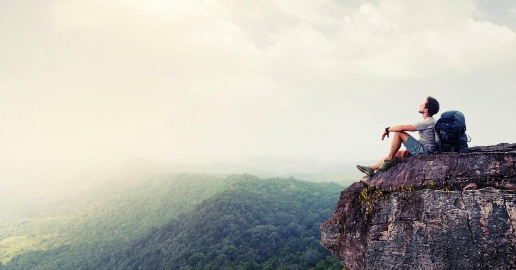 hiker-moutain-cliff