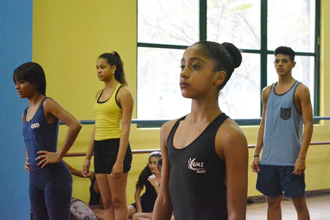 Adrielle Alexandre participates in a ballet class in Rio de Janeiro, Brazil. Photo: UNIC Brazil