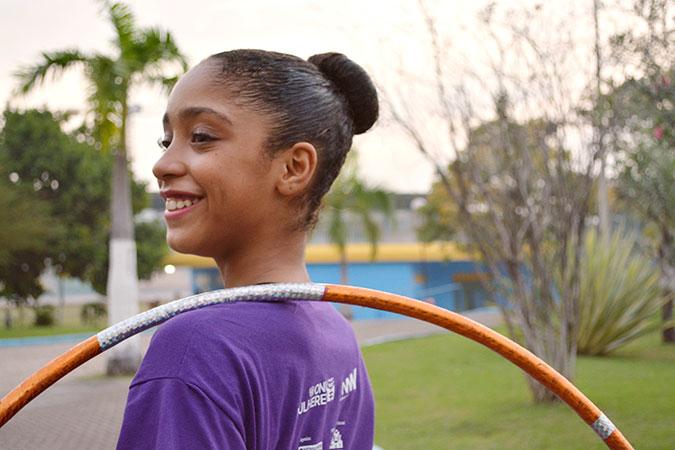 Adrielle Alexandre practices rhythmic gymnastics. Photo: UNIC Brazil