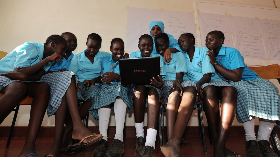 South Sudanese refugee Esther Nyakong, 18, attends a computer literacy class at the Morneau Shepell boarding school for girls, near Kakuma refugee camp in northern Kenya. © UNHCR/Anthony Karumba