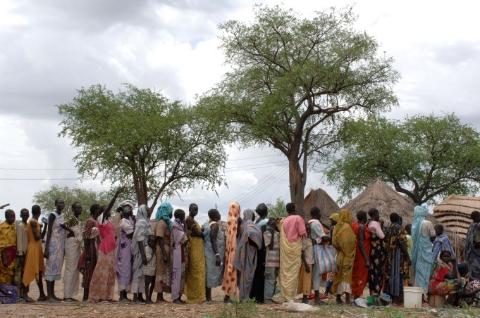IDPs from fighting in Abyei wait in line for emergency WFP food distribution.