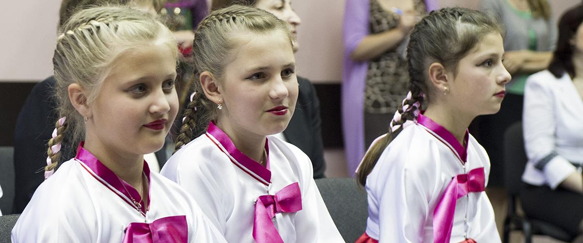 School pupils in Sochi during the visit of the UN Secretary General in 2013. UN Photo / Eskinder Debebe