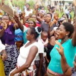 PIC.23. WOMEN  OF EGBEBIRI, AT BISENI IN YENAGOA LOCAL GOVERNMENT AREA OF   BAYELSA,  PROTESTING   OVER EXPIRED MEMORANDUM OF UNDERSTANDING WITH   NIGERIAN AGIP OIL COMPANY ON TEUSDAY  (26/5/15). 2781/26/5/2015/NATHAN/CH/NAN