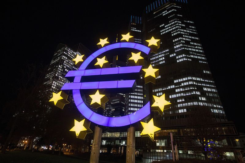 The euro sign sculpture in Frankfurt  Photo: Krisztian Bocsi/Bloomberg