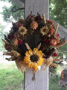 Example of an arrangement with sand-dried sunflower.