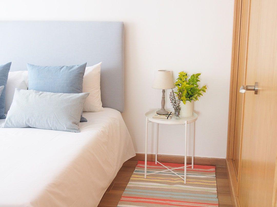 Abracadabra Decor Vigo Home Staging decora para vender o alquilar apartamento en la playa - dormitorio