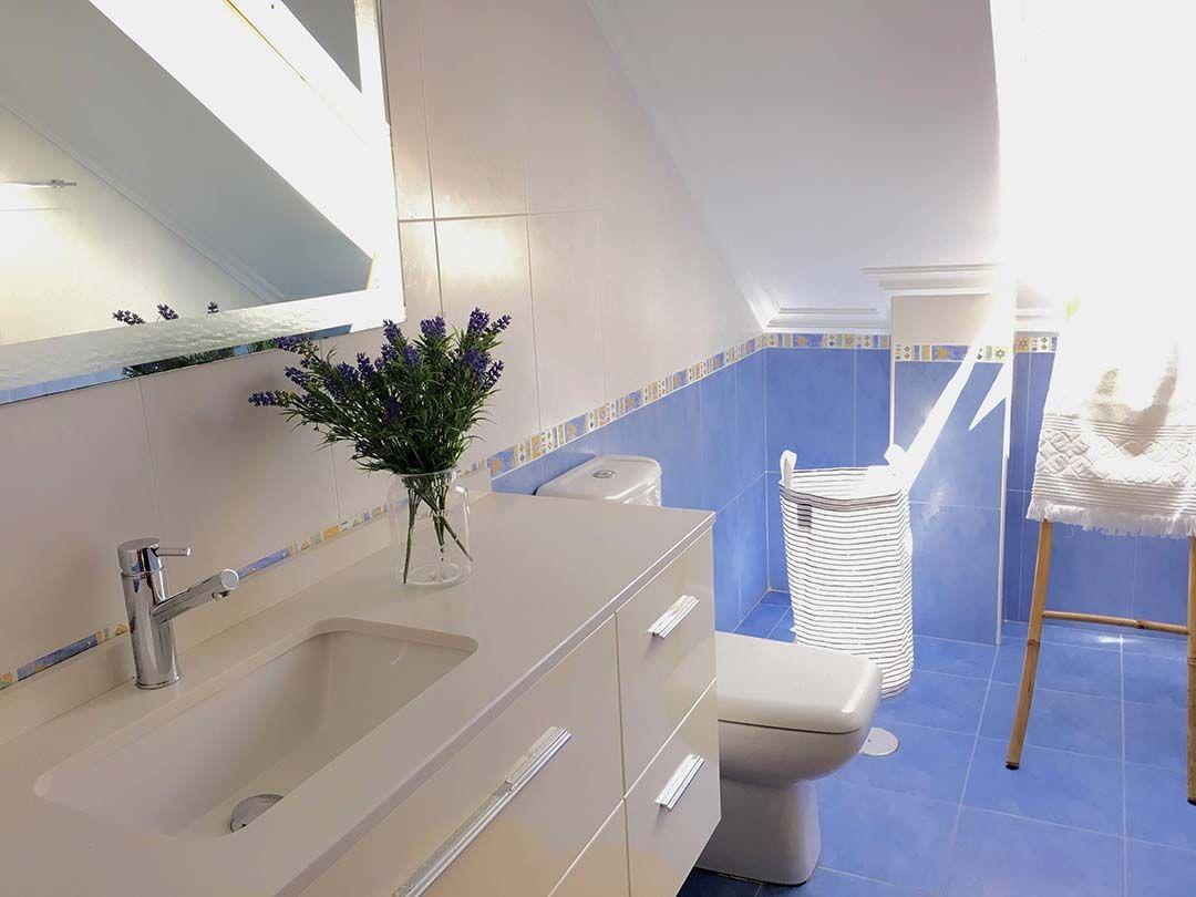 Abracadabra Decor Vigo Home Staging decora para vender o alquilar muebles de cartón - baño