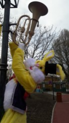 Lapinous' Foufous echassiers rebondissants loufoques parade animation evenementiel lapins fantaisie extravagance sautillants mascottes paques (55)