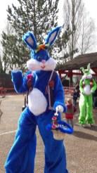 Lapinous' Foufous echassiers rebondissants loufoques parade animation evenementiel lapins fantaisie extravagance sautillants mascottes paques (9)
