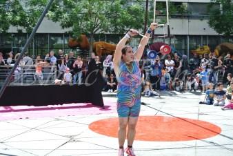 boite à merveilles spectacle rue cirque festival mat chinois fil de fer clowns jongleurs aerien girly kawai(1)