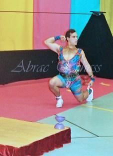 boite à merveilles spectacle rue cirque festival mat chinois fil de fer clowns jongleurs aerien girly kawai(108)
