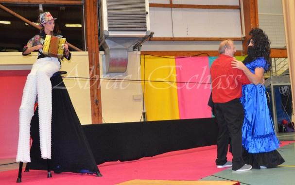 boite à merveilles spectacle rue cirque festival mat chinois fil de fer clowns jongleurs aerien girly kawai(114)