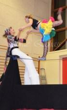 boite à merveilles spectacle rue cirque festival mat chinois fil de fer clowns jongleurs aerien girly kawai(120)