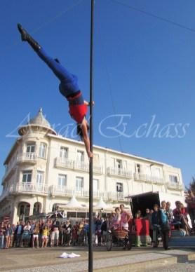 boite à merveilles spectacle rue cirque festival mat chinois fil de fer clowns jongleurs aerien girly kawai(180)