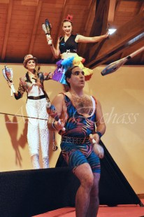 boite à merveilles spectacle rue cirque festival mat chinois fil de fer clowns jongleurs aerien girly kawai(26)