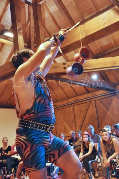 boite à merveilles spectacle rue cirque festival mat chinois fil de fer clowns jongleurs aerien girly kawai(54)