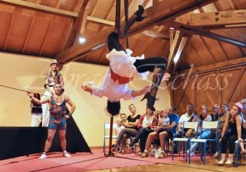 boite à merveilles spectacle rue cirque festival mat chinois fil de fer clowns jongleurs aerien girly kawai(59)