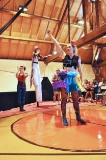 boite à merveilles spectacle rue cirque festival mat chinois fil de fer clowns jongleurs aerien girly kawai(81)