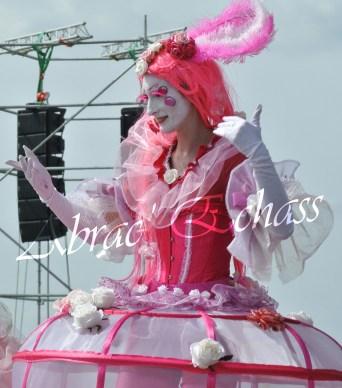 bulles de bonheur echassier parade colores festifs carnaval grandiose crinolines bulles de savon rose girly kawai (57)