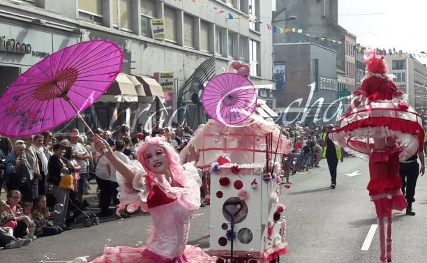 bulles de bonheur echassier parade colores festifs carnaval grandiose crinolines bulles de savon rose girly kawai (8)
