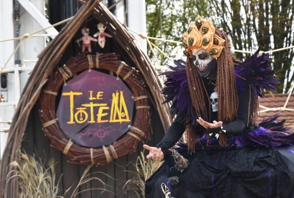 Mysterious voodoo echasses halloween walibi parade dia de los muertos vaudous (25)