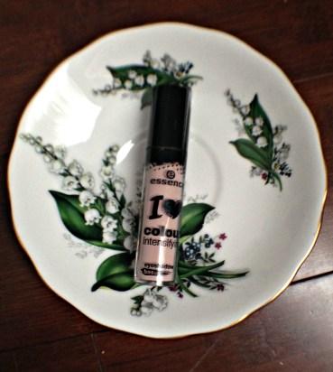 Essence I Love Colour Intensifing eyeshadow base