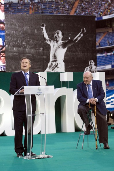 Real  Madrid   Club   President Florentino  Perez stands at  the  dais  as he  makes the  formal  announcement   and  presentation  of  the  team's   newest   signees    Cristiano  Ronaldo  and  Kaka .  Seated is former  Real  Madrid   great-  Alfredo  Di  Stefano.  picture  appears  courtesy of  photo / photo  agency  ................