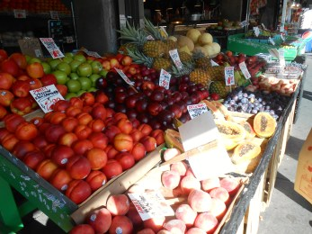 Fresh fruit for sale at one of my favorite places on the planet: Pike Place Market.