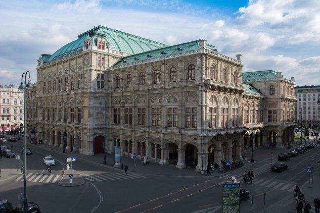The exterior of the Vienna State Opera House, taken from Albertinaplatz