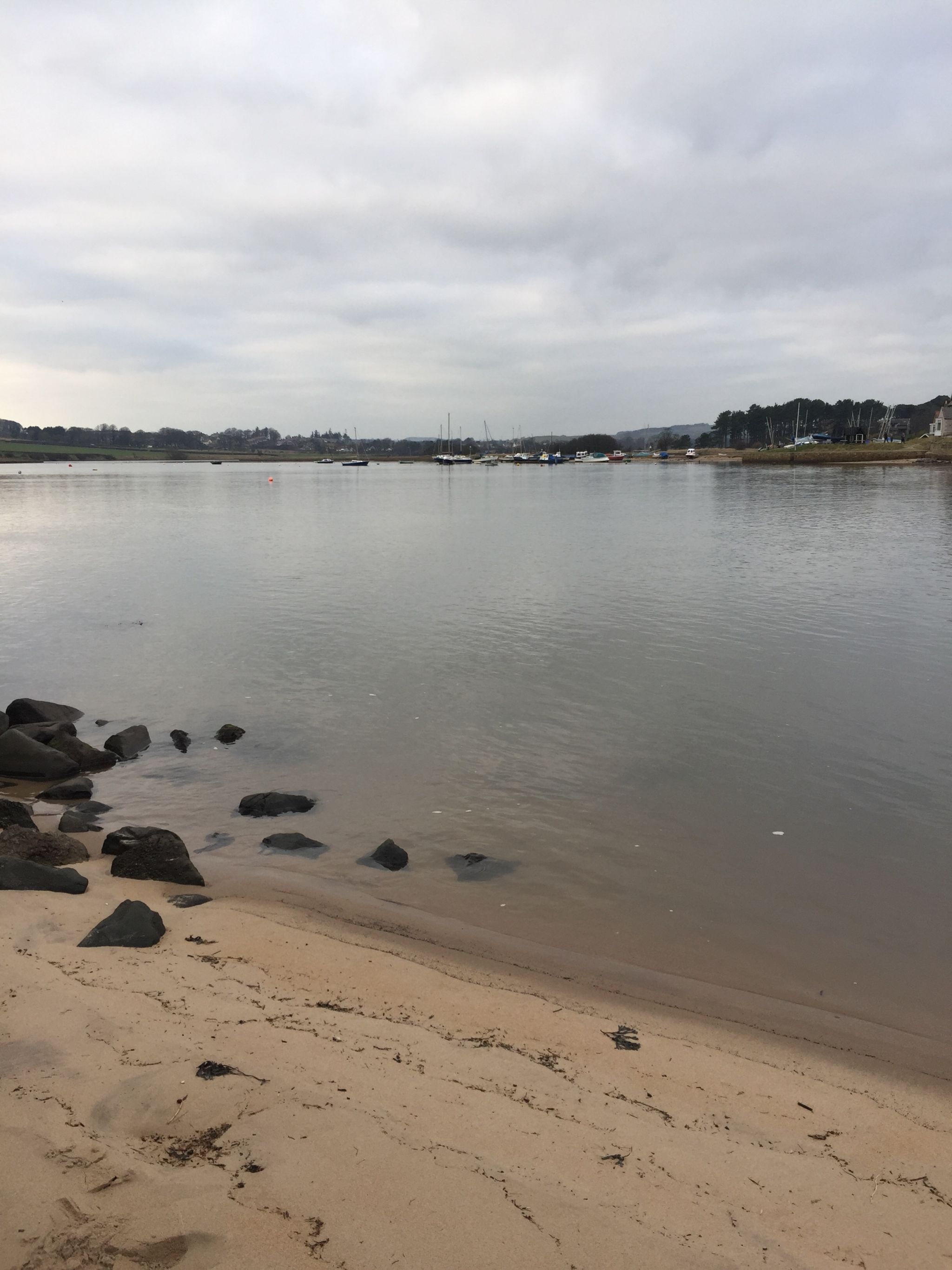 Hiking Amble to Alnmouth. The river Aln estuary