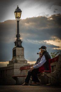 1-elderly-old-recreation-elderly-couple-rest-lamp