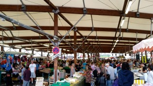 The big Montreuil market is packed with people now that August vacations are over.